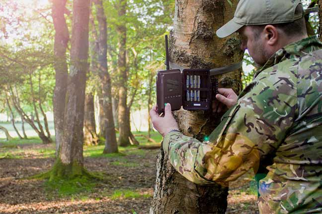 Best trail cameras that send pictures to your phone: Hands